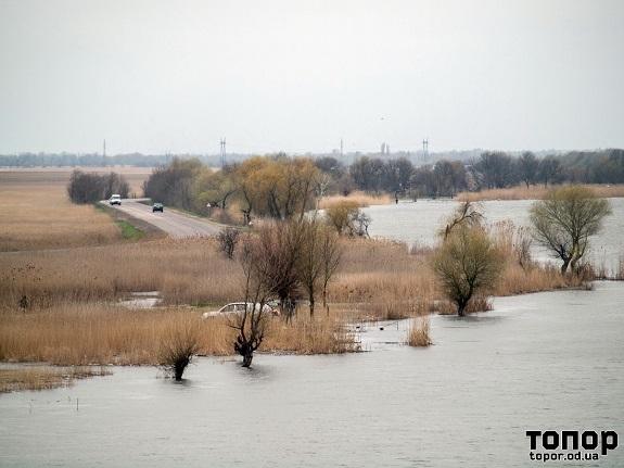 Трасса Одесса-Рени:угроза затопления все ближе (фото)