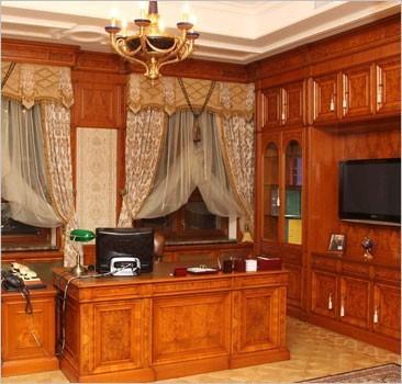 """Янукович заплатил сам себе за кабинет в """"Межигорье"""""""