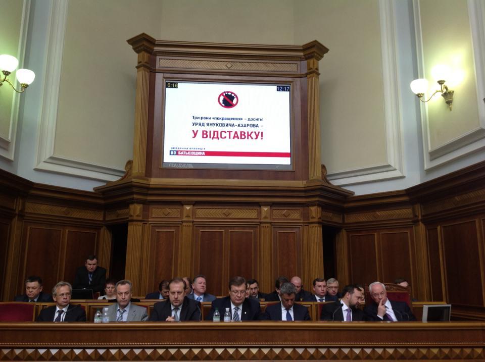 Усидят ли Азаров и его министры в своих кресла?