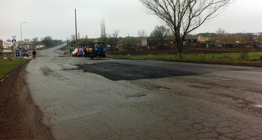 Ремонт автодороги Одесса - Рени в дождь (фото)
