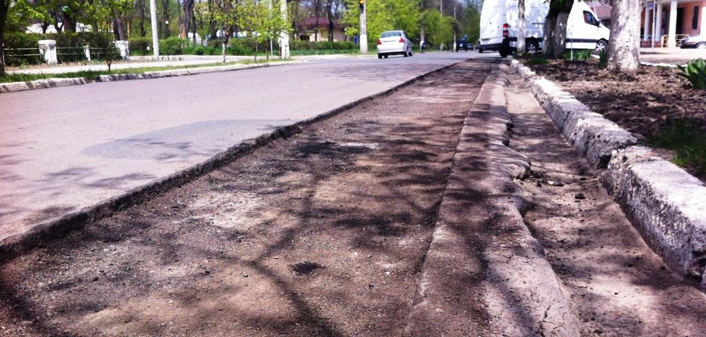 Ремонт дорог в Измаиле: круглое носим, квадратное катаем!