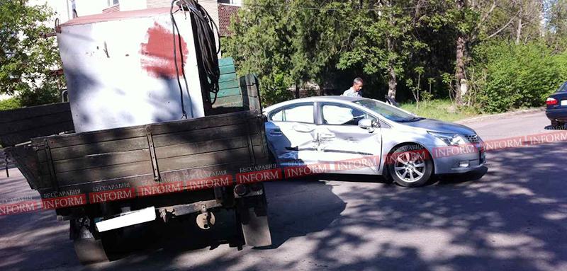 Предпраздничное ДТП в Измаиле: Toyota vs УАЗ