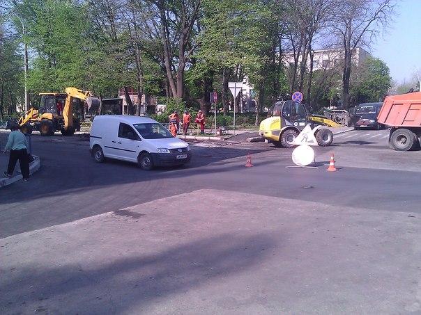 Ремонт дорог в Измаиле: круглое носим, квадратное катаем, ровное углубляем (фото)