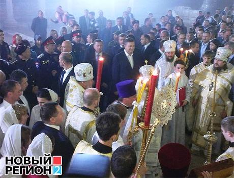 Охрана Януковича не пустила часть верующих в собор в Херсонесе (видео)
