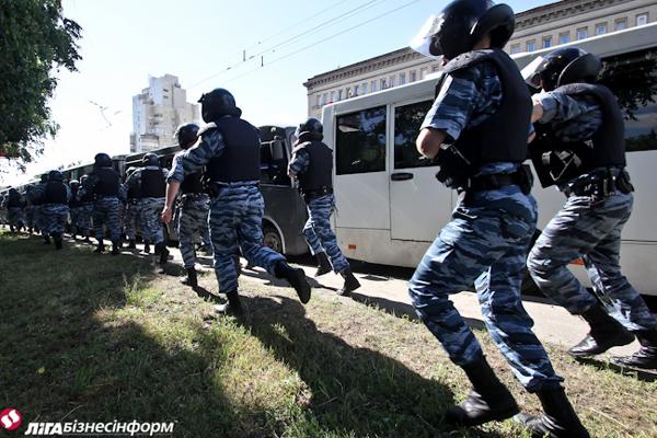 В Киеве под охраной милиции маршировали геи (фото)