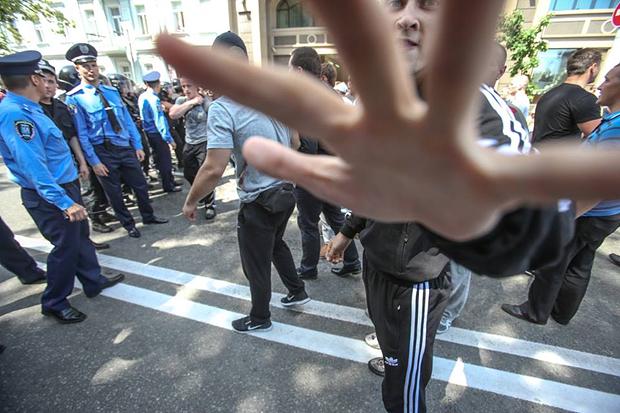 Как фашиствующие «антифашисты» от ПР избивали журналистов (ФОТО)