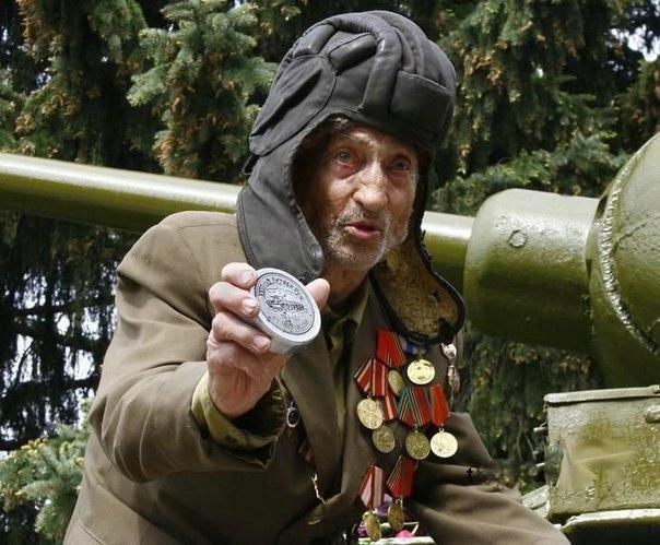 Фотофакт: Ветеран нашел свой танк, на котором он прошел всю войну.