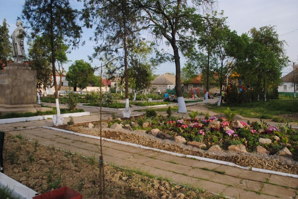 В Килийском районе нет дорог, зато есть красивые парки (фото)