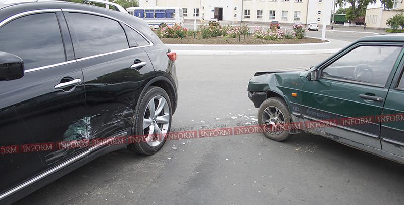 ДТП в Измаиле: напротив Ж/Д  Лада протаранила Infiniti (фото)