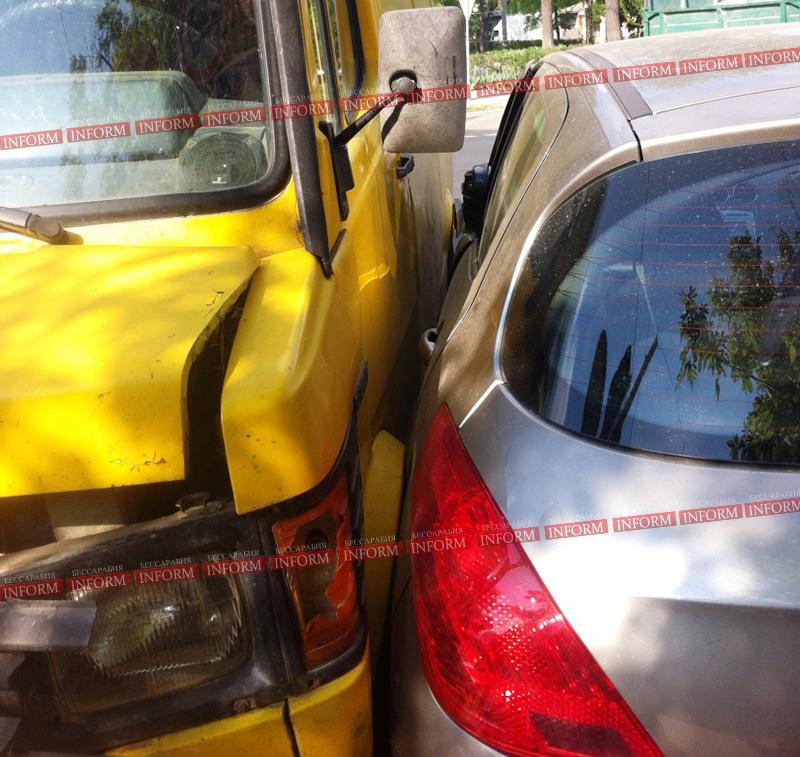Ни дня без ДТП в Измаиле. Peugeot vs Mercedes.