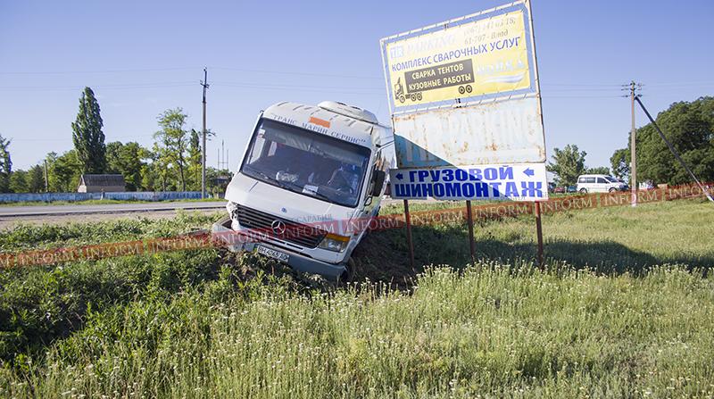 ДТП: под Измаилом чуть не перевернулся пассажирский автобус! (ФОТО)