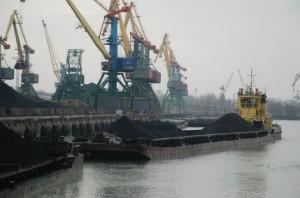 Власти обещают не увольнять портовиков