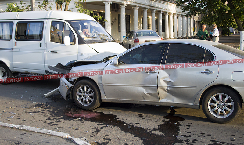 Тройное ДТП в центре Измаила: Lexus, Газель и Datsun (фото)