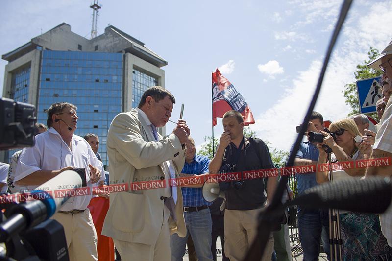 protest protiv ydp v izmaile 7 Работники УДП митингуют: хватит нас обманывать, заплатите нам зарплату!