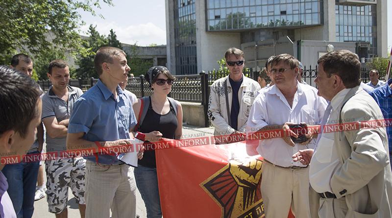 protest protiv ydp v izmaile 8 Работники УДП митингуют: хватит нас обманывать, заплатите нам зарплату!