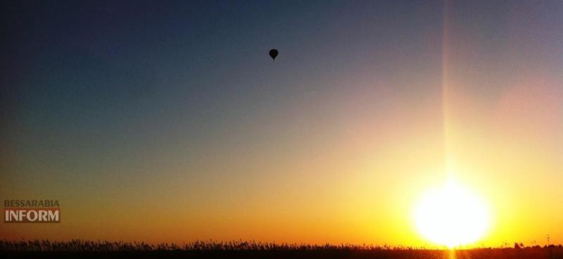 Весенняя сказка в вечернем небе Бессарабии (фото, видео)