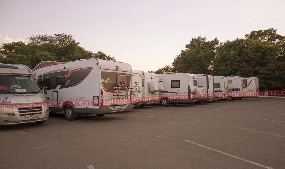 """ФОТО дня: """"Из Парижа с семьей"""" - дома на колесах в Измаиле"""