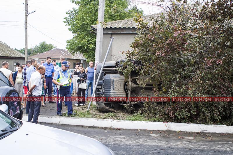 dtp jeep v dom 2 ДТП в Измаиле: Убитый Grand Cherokee, чудом выживший водитель и паскудство людей (ФОТО)