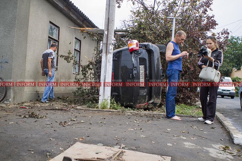 dtp jeep v dom 3 ДТП в Измаиле: Убитый Grand Cherokee, чудом выживший водитель и паскудство людей (ФОТО)