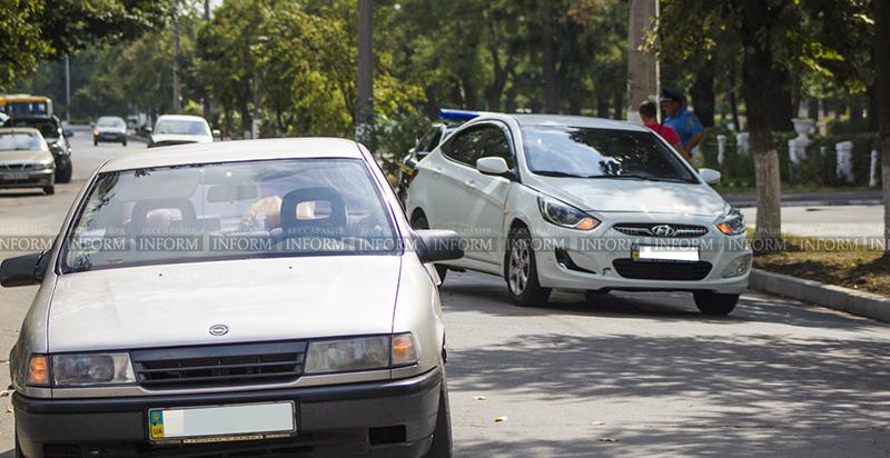 """ДТП в Измаиле: """"Hyundai"""" и """"Opel"""" не поделили проспект (фото)"""