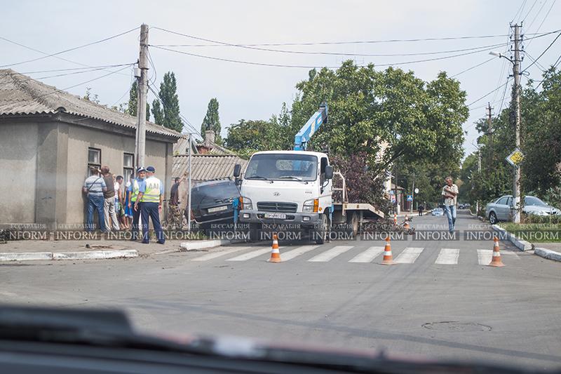 v izmaile perevernylsya jeep 2 ДТП в Измаиле: Убитый Grand Cherokee, чудом выживший водитель и паскудство людей (ФОТО)