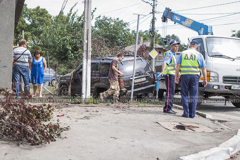 v izmaile perevernylsya jeep 4 ДТП в Измаиле: Убитый Grand Cherokee, чудом выживший водитель и паскудство людей (ФОТО)