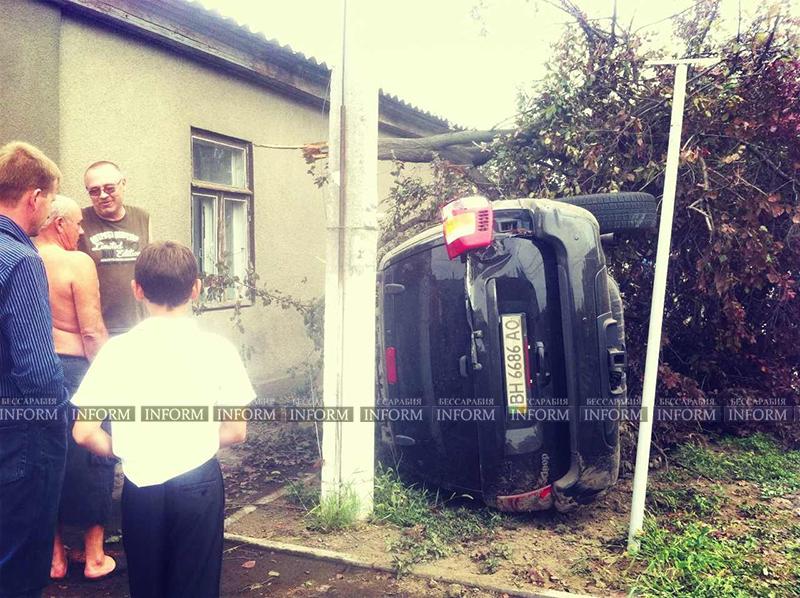 v izmaile perevernylsya jeep 5 ДТП в Измаиле: Убитый Grand Cherokee, чудом выживший водитель и паскудство людей (ФОТО)