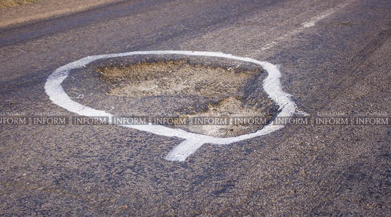 yama30m 3 На трассе под Измаилом краской отметили ямы и поставили новый знак! (фото)