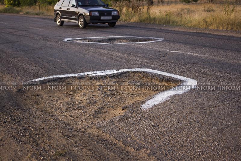 yama30m 4 На трассе под Измаилом краской отметили ямы и поставили новый знак! (фото)