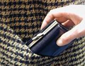 На рынке Б. Днестровского у пенсионеров воруют последние деньги!