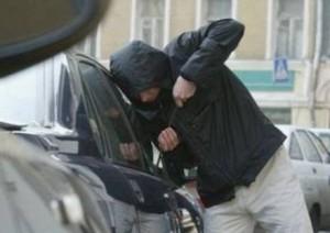 Автомобиль жителя Броски обворовали в центре Измаила
