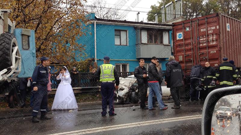 dtp_odessa_svadba-2 Под Одессой свадьба закончилась серьезной аварией (ВИДЕО+фото)