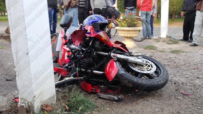 moto dt izmail 10 Смертельное ДТП в Измаиле: столкнулись мотобайк Хонда и ВАЗ (фото, видео, обновлено)