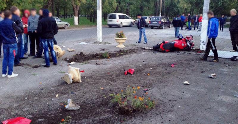 moto dt izmail 16 Смертельное ДТП в Измаиле: столкнулись мотобайк Хонда и ВАЗ (фото, видео, обновлено)