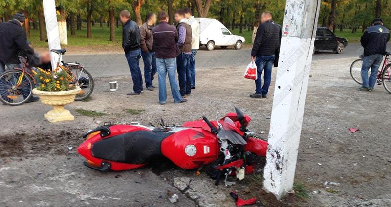 moto dt izmail 4 Смертельное ДТП в Измаиле: столкнулись мотобайк Хонда и ВАЗ (фото, видео, обновлено)