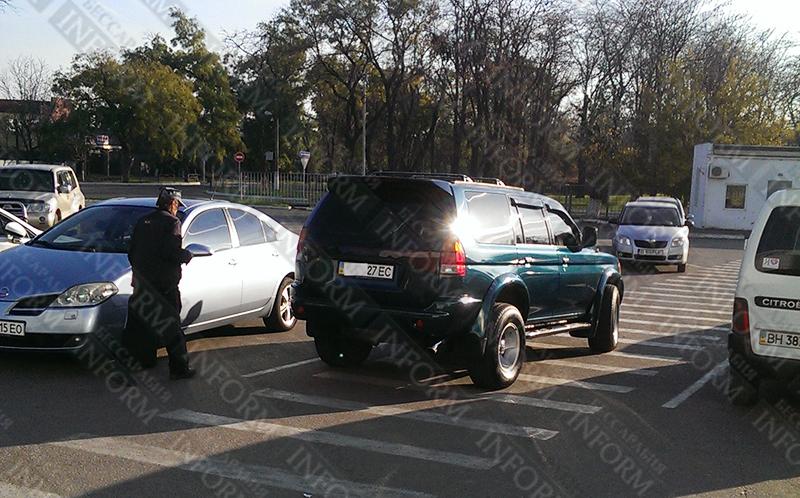 """ВАЗ"", ""Mercedes"" и ""Mitsubishi"" в рубрике ""Я паркуюсь как дурак"" (ФОТО)"