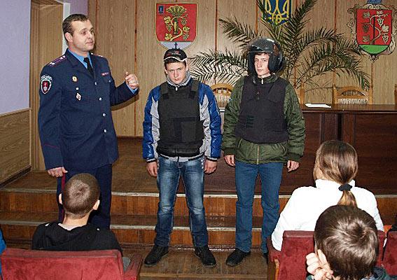 PM232image003 В Б.-Днестровской милиции провели экскурсию для детей