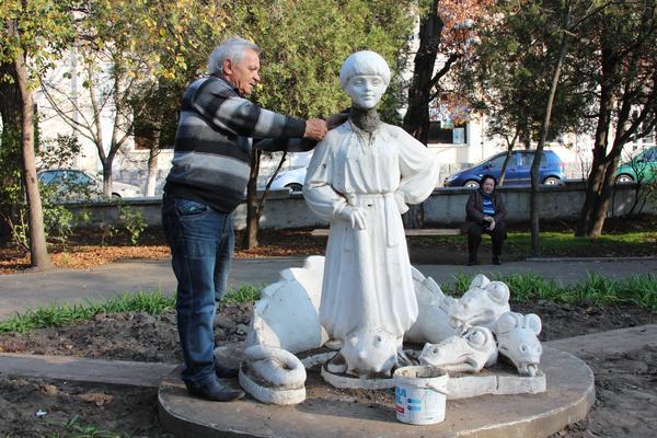 В Белгороде-Днестровском в девятый раз восстанавливают скульптуру(фото)