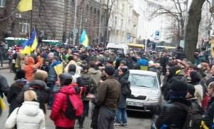 """Митингующие собрались на Банковой, """"Беркут"""" готов атаковать"""
