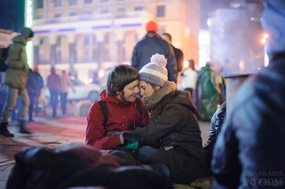 1461502_218126378368366_696330744_n За полчаса до кровавого разгона студентов на Евромайдане (фото)
