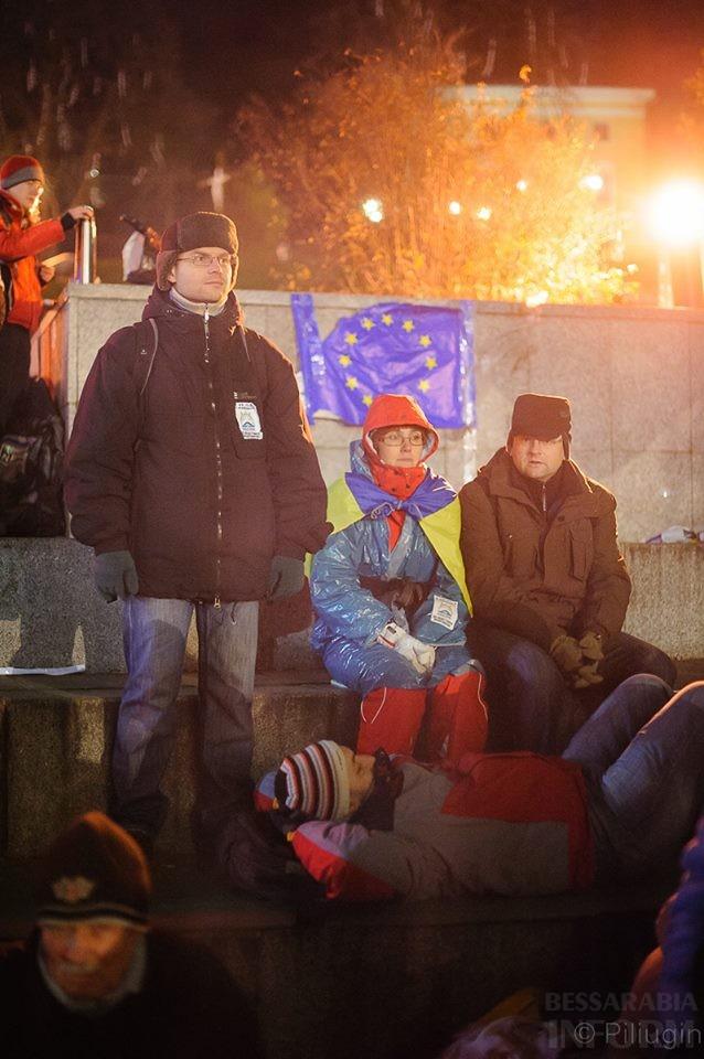 1473056_218126711701666_1603675365_n За полчаса до кровавого разгона студентов на Евромайдане (фото)