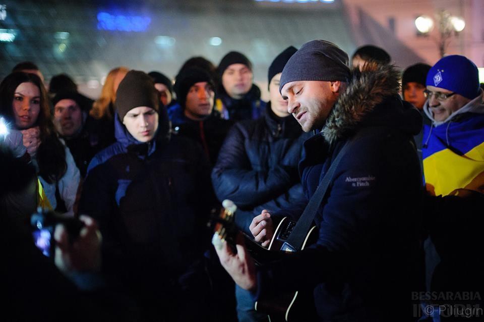 1476446_218126718368332_517892072_n За полчаса до кровавого разгона студентов на Евромайдане (фото)