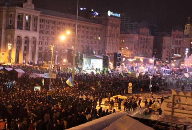 1788a56b615381c2ffdbc031e88b9622 Ночной штурм Евромайдана: фоторепортаж