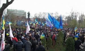 """В парке Шевченко: """"Владу на ялину - спасаймо Україну"""" (фото)"""