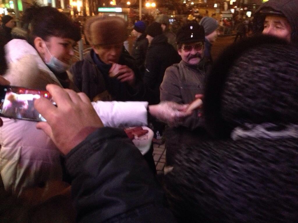 """20131202-175950 Революция. День 2-ой.Хроника: Азаров должен уйти! Прямой репортаж """"БИ"""" (фото)"""