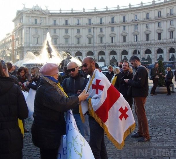 2f3ae62c2f67e8b8560aece687a4b82e Украинцы в Риме решили поддержать Евромайдан (фото)