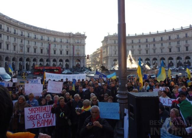 5ddf208a41739c1b8bba58a48cee4b8b Украинцы в Риме решили поддержать Евромайдан (фото)