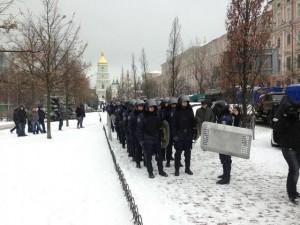 """Беркут""взял Евромайдан в кольцо - готовится разгон"