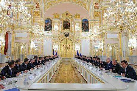 Путин снизил Украинe цену на газ и дал в долг 15 млрд. долларов