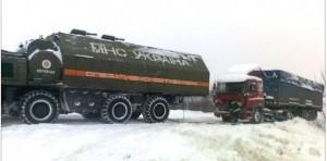 На дорогах Бессарабии продолжают извлекать машины из снега